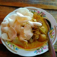 Photo taken at Lontong Sayur Uda Asdi by Sulistyo S. on 2/2/2016
