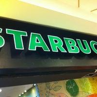 Снимок сделан в Starbucks пользователем Fernando F. 12/22/2012