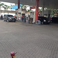Photo taken at Shell Gas Station TB Simatupang by Evik D. on 8/16/2016