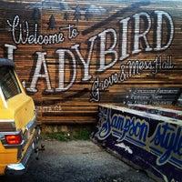 Das Foto wurde bei Ladybird Grove & Mess Hall von Kimberly K. am 9/19/2014 aufgenommen