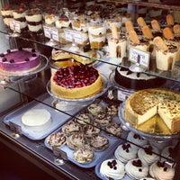 Снимок сделан в Upside Down Cake пользователем Полина 3/26/2013