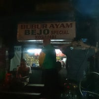 Photo taken at Bubur Ayam Special BEJO by Dion D. on 4/29/2014