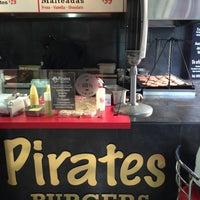 Foto tomada en Pirates Burgers por Chucho M. el 6/7/2013