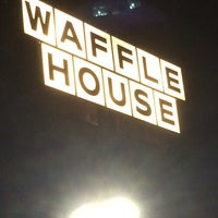 Photo taken at Waffle House by FLueNT on 9/7/2014
