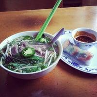 Foto scattata a Pho Sao Bien Vietnamese Restaurant da Tara's Team il 10/20/2012
