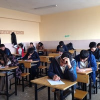 Photo taken at Güzel Sanatlar lisesi by Rıdvan KUDAY on 11/12/2013