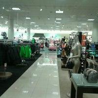 Foto diambil di Nordstrom Tacoma Mall oleh Captain B. pada 10/15/2012
