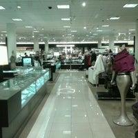 Foto diambil di Nordstrom Tacoma Mall oleh Captain B. pada 10/14/2012