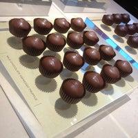 Foto tirada no(a) Fran's Chocolates por MattersOfGrey.com em 2/17/2013