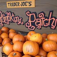 Das Foto wurde bei Trader Joe's von MattersOfGrey.com am 9/29/2013 aufgenommen
