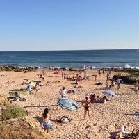 Foto tirada no(a) Praia dos Gémeos por Bruno D. R. em 6/2/2013