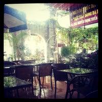 Photo taken at Lọ Lem cafe by Khoi D. on 9/14/2013