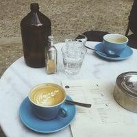 Das Foto wurde bei Father Carpenter Coffee Brewers von Nastya am 5/23/2015 aufgenommen