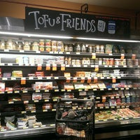 Foto scattata a Whole Foods Market da Valori F. il 7/29/2013