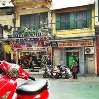 Photo taken at Reng Reng Café by Catz P. on 1/19/2014