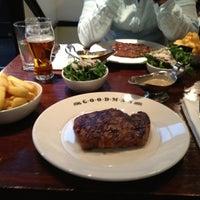 6/21/2013 tarihinde Andreasziyaretçi tarafından Goodman Steakhouse'de çekilen fotoğraf