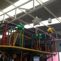 Photo taken at Salon de fiestas infantiles Figole by Lau D. on 9/16/2013