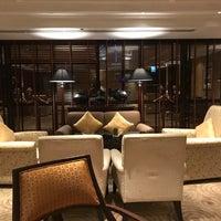 Foto tirada no(a) Royal Club Lounge por Travis Z. em 10/27/2017