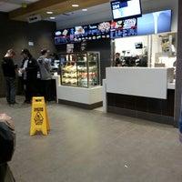 รูปภาพถ่ายที่ McDonald's โดย Brent K. เมื่อ 5/10/2014