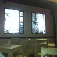 Das Foto wurde bei Goodys Cafe & Cucina von gede heri s. am 7/12/2013 aufgenommen
