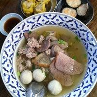 Photo taken at ก๋วยเตี๋ยวหมูทองหล่อ by Phakkhawadee Aea P. on 10/8/2012