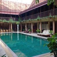 Photo taken at Ruean Thai Hotel Sukhothai by Jacky on 9/18/2014