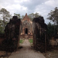 Photo taken at วัดโพธิ์ประทับช้าง by Jacky on 11/2/2013