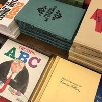 Снимок сделан в Rizzoli Bookstore пользователем Sarah 5/11/2018