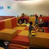 Photo taken at Japan Airlines Sakura Lounge by Jay (Jae Hun) M. on 9/15/2012