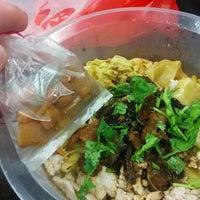 Photo taken at Ah Kow Mushroom Minced Pork Mee by Nicholas L. on 5/18/2015