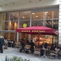 4/22/2013 tarihinde Arsen D.ziyaretçi tarafından Kahve Dünyası'de çekilen fotoğraf