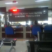 Photo taken at Kantor Pelayanan Pajak Pratama Bandung Tegallega by Toto on 11/14/2013