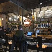 รูปภาพถ่ายที่ Goose Island Beer Co. โดย Olivier C. เมื่อ 3/15/2018