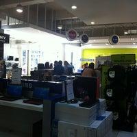 Photo taken at Distribuidora Multihogar by Cristobal on 1/5/2013