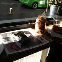 4/1/2013 tarihinde Elysaziyaretçi tarafından Café Ma Baker'de çekilen fotoğraf