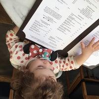 4/17/2015 tarihinde Handeziyaretçi tarafından Tom's Kitchen'de çekilen fotoğraf