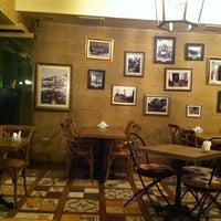 10/29/2012 tarihinde Burcinziyaretçi tarafından Caffe Aşkı'de çekilen fotoğraf