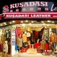 Photo prise au Kusadasi Leather par Oguzh@n T. le5/2/2013