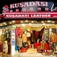 Photo prise au Kusadasi Leather par Oguzh@n T. le6/2/2014