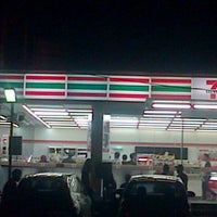 Photo taken at 7-Eleven by Niro U. on 12/31/2014