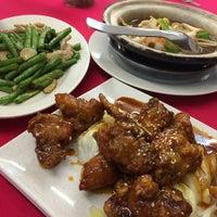 Photo taken at Mun Mun Delicious Seafood 满满海鲜饭店 by Javier on 8/19/2014
