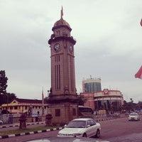 Photo taken at Dataran Jam Besar Sungai Petani by Roslan T. on 9/30/2013