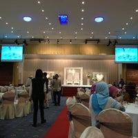 Photo taken at Dewan Gemilang, Yayasan Felda @ Kelana Jaya by Roslan T. on 10/14/2012