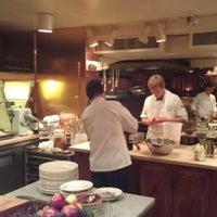 รูปภาพถ่ายที่ Chez Panisse โดย Nick เมื่อ 9/25/2012