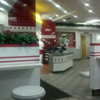 Photo taken at In-N-Out Burger by George Z. on 9/16/2012