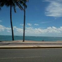 Foto tirada no(a) Praia de Jatiúca por Alexandra B. em 12/24/2012