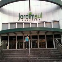 Foto tirada no(a) Shopping Jardim Sul por karynashay em 2/12/2013