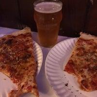 Foto tirada no(a) Scarr's Pizza por Samuel B. em 6/3/2017