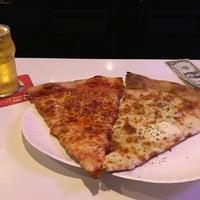 Foto tirada no(a) Scarr's Pizza por Samuel B. em 4/21/2017
