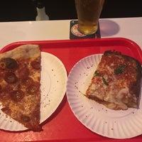 Foto tirada no(a) Scarr's Pizza por Samuel B. em 11/6/2017